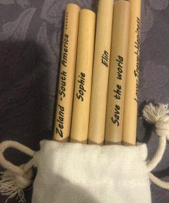 Un pack pack de pailles en bambou personnalisable